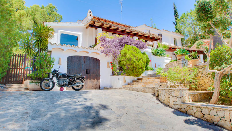 Charming Five Bedroom Sea and Golf View Villa, Bendinat